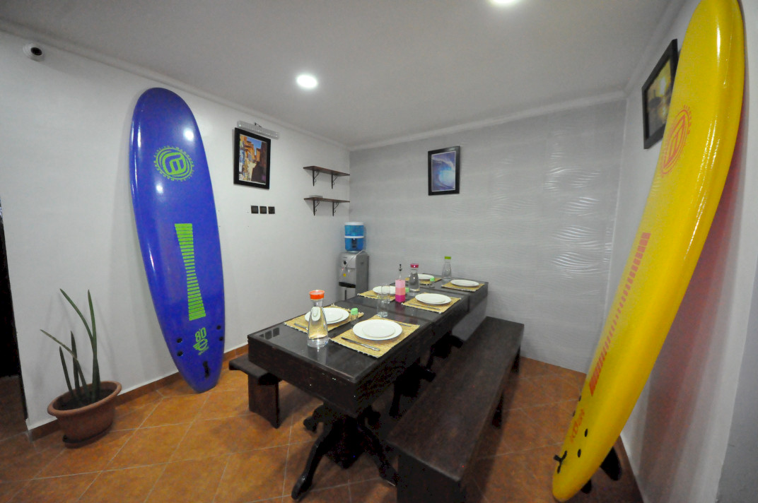 DINING HOLA SURF